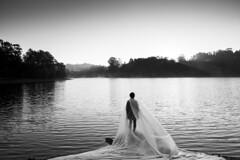 (Antonio Gutirrez Pereira) Tags: blancoynegro lago mujer retrato amanecer vida cielo soledad tranquilidad pequeosmundos antoniogutierrezfotografia dinamocoworking amanecerdelhombre