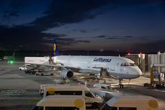 Lufthansa Airbus A321-200 (D-AISG) -1  (CAUT) Tags: madrid longexposure espaa plane dawn airport spain nikon aircraft aviation aeroporto amanecer airbus lh mad flughafen flugzeug aeropuerto lufthansa spotting dlh avion a321 planespotting aviacion 2016 spotter d610 aerolinea largaexposicion lemd caut aircraftspotting a321200 daisg nikond610