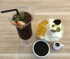 Shave ice and tea (Lester Ong) Tags: ice dessert singapore tea drink good beverage tasty east delicious shave jem jurong westgate