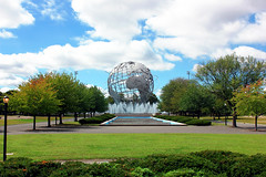 NEW YORK - A walk around the world (LUAL audiovisual) Tags: coronapark queens newyork nuevayork northamerica norteamrica distrito park parque jardn garden tree trees escultura world globe continente cielo sky nubes clouds green blue fountain fuente silence nature natural naturalplaces csped