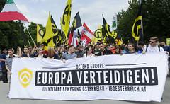 D3s_20160611_143255 (martin juen) Tags: vienna wien demo austria österreich demonstration polizei rechts aut barrikaden nationalismus gegendemo pfefferspray barrikade polizeigewalt rechtsextrem martinjuen revisonismus identitär identitäre 12062016 12juni2016