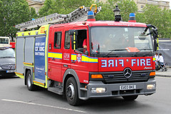 London Fire Brigade Mercedes Atego Pump Ladder (PFB-999) Tags: rescue colour london water truck fire mercedes engine pump lorry vehicle leds ladder tender grilles brigade unit the strobes 2016 trooping atego lfb eu03bke
