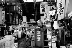 Tsukiji Market  - Tokyo Japon (Red-Dream) Tags: blackandwhite  tsukijimarket tokyo tsukiji tokyostreet street streetphotography noiretblanc noirblanc blackwhite black monochrome bw pretoebranco biancoynero blancoynegro superfave ciudad luz natural luznatural downtown urbana zwartenwit schwarzweiss streetpix strase straat calle citylife