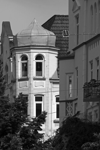 "Olshausenstraße (02) BW • <a style=""font-size:0.8em;"" href=""http://www.flickr.com/photos/69570948@N04/27857626716/"" target=""_blank"">View on Flickr</a>"