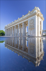 Russia. Moscow. The main entrance to Gorky Park. (Yuri Degtyarev) Tags: park leica city water reflections t russia moscow main capital entrance gorky 1856  cokin          p160 cokinp varioelmart  typ701