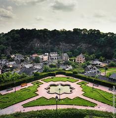 Vue de jardin. (renphotographie) Tags: jardin hasselblad chateau couleur 120mm fougres fujipro400 renphotographie