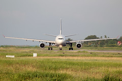 Dragonair A330-342 (B-HLE) (sslee86) Tags: aviation dragonair penang takeoff airliner planespotting sslee a330342 bhle