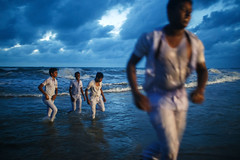 Schoolboys - Negombo, Sri Lanka (Maciej Dakowicz) Tags: sunset sea beach students asia streetphotography srilanka negombo schoolboys
