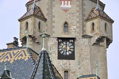Weinviertel Niederosterreich Korneuburg DSC_0425 (reinhard_srb) Tags: gold fenster rathaus turm dach stein schwarz niedersterreich mauer uhr erker historisch mittelalter weinviertel korneuburg wchter kleinstadt bieberschwanz bezirksstadt