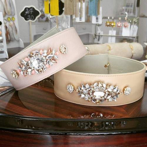 Nude o cipria? Le nostre meravigliose cinture gioiello!!!😍 #instagood #furry #goodday #instabday #showroom #aversa #personalize #jewelsbag #yellow #store #fashionjewellery #belts #younique #followme #like4like