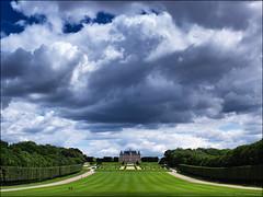 entre les gouttes (Paucal) Tags: summer france clouds de landscape statues des hasselblad cumulus antony nuages chteau parc sceaux plaine quatre hassy