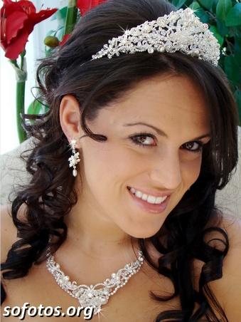 Penteado para noiva com coroa