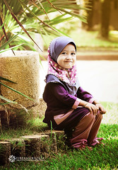 Pleasure to My Eyes (Firdausi Nuzula) Tags: portrait girl kid daughter kg kampung kota kelantan ourdoor bharu kraftangan firdausi nuzula