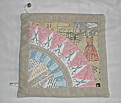 PLPS7 finished pouch - front (amyinuk) Tags: linen scissors swap pouch paperpieced newyorkbeauty foundationpieced plps zippypouch textfabric