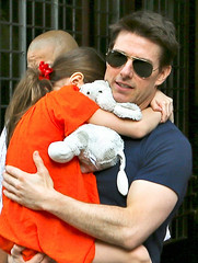 Tom Cruise and Suri (bytaty.santos) Tags: usa ny newyork sunglasses fashion dad daughter style jeans tomcruise divorce actor suri katieholmes
