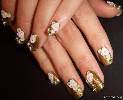 Unhas decoradas douradas