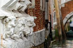 Kreuzfahrt (Edi Bhler) Tags: building nature facade canal natur skulptur structure waters ausflug bauwerk ferien gebude edi geschft fassade kreuzfahrt gewsser tiefenschrfe 28300mmf3556 wasserkanal nikond3s