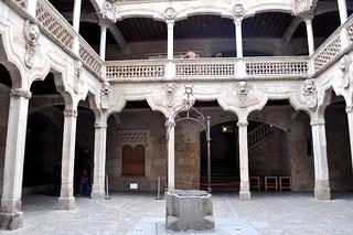 Patio de la Casa de las Conchas, Salamanca.