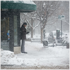 Storm Tweeting (Andy Marfia) Tags: street winter snow chicago storm iso200 candid f56 andersonville clarkst 1200sec d7100 1685mm