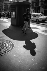 street runner (Jack_from_Paris) Tags: street leica shadow bw angle noiretblanc candid wide rangefinder ombre m type jc monochrom capture mode 240 lightroom dng courir f48 decaux 10770 nx2 tlmtrique jaillir 11643 leicasummaritm35mmf25asph l1001333bw