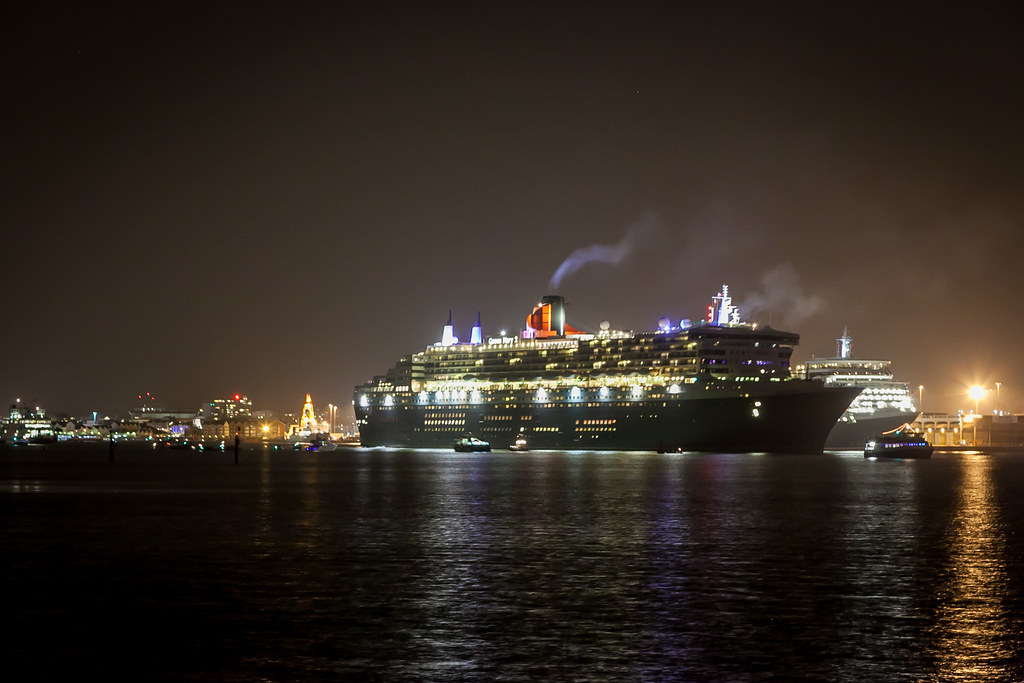 Queen Mary 2 sets sail