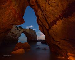 La hora azul en Albandeira (Lourdes Santos Bajo) Tags: longexposure water rock marina canon noche mar rocks nocturna roca rocas horaazul canon5dmarkiii 5dmarkiii lourdessb lourdessantos lourdessantosbajo