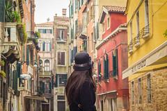 Becos de Veneza (Arthur Neves) Tags: old trip venice italy colors cores veneza europa europe cityscape férias viagem vacations itália antigo