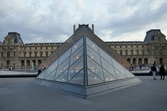 Two pyramids align - dusk at the Louvre (Monceau) Tags: pyramid dusk louvre jr