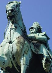 never look a gift horse in the mouth (marc.fray) Tags: sculpture statue germany deutschland cologne skulptur kln pont nrw kaiser brcke rhine rhein allemagne koeln nordrheinwestfalen emperor empereur reiterstandbild hohenzollern rheinbrcke rhin hohenzollernbrcke friedrichdrake rhnaniedunordwestphalie kaiserwilhelm1 guillaume1 sdlicherechtsrheinischerampe empereurguillaume1