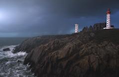 Goulo diwezhan (Saint Mathieu / Breizh) (Mathulak) Tags: lighthouse seascape rocks bretagne breizh bluehour phare beg finistre saintmathieu tourtan goulo nikond750 lokmazhe diwezhan