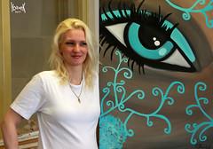 My muse is very proud with her art (YobeK) Tags: mijnmuze mymuse blonde eyesblue stoer strong foxylady yobekakajohankuhlemeier lekker nice mymuseseyes mymusesartwork my muses artwork schilderijenvanmymuse