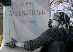 L.A. (niedersachsenfoto) Tags: wien skulptur frau grabstein zentralfriedhof grabmal niedersachsenfoto ludwiganzengruber