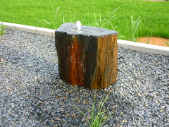 Schiefer-Quellstein (Jrg Paul Kaspari) Tags: juni modern garden garten 2016 schiefer frhsommer wincheringen quellstein schieferquellstein