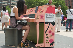 Girl Playing Sing for Hope Piano at Lincoln Center (Shawn Hoke) Tags: plaza nyc center lincoln lincolncenterplaza nikond700 singforhope sfhpianos singforhopepianos