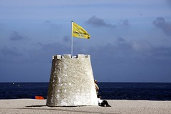 Banjaard Strand {Schoonste Strand 2012} (GLOBI ۞ FUZZI) Tags: holland beach netherlands strand nederland zeeland blau nordsee plage paysbas flagge niederlande debanjaard noordbeveland
