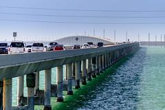 Marathon (Edi Bhler) Tags: auto bridge sea sky usa nature meer unitedstates florida natur perspective himmel structure waters brcke bauwerk ferien floridakeys perspektive gewsser 28300mmf3556 nikond800 pendelpfeilerbrcke pillarbridge