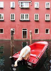 P1000090 (gzammarchi) Tags: barca italia colore finestra rosso palo venezia animale gabbiano canale coppia chioggia riflesso paese camminata itinerario