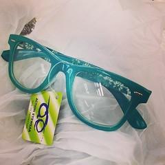 หาซื้อแว่นใส่ปั่นจักรยานตอนเช้ามืด • เจอแต่สีนี้ • มีดอกไม้ที่ขาแว่นด้วย • เกย์สุดๆ • อร๊ายย~ เอาวะ • 555 55
