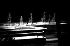 Monumento prosttico (Chema Concellon) Tags: blackandwhite espaa blancoynegro water backlight contraluz spain agua fuente ciudad bilbao urbano fuentes euskadi fotgrafo bilbo urbanismo claroscuro fotografa pasvasco chorros surtidores 50v5f 100vistas prstata simil similitud chemaconcelln