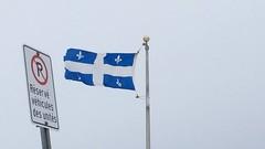 Il vente au Qubec. (donaldpoirier93@yahoo.fr) Tags: vent drapeau tempte vido drapeauduqubec fleurdelyse iphone5s