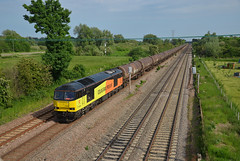 60096 Bromham 6th June 2016 (Lorenzo's Modern Traction) Tags: road farm class oil lindsey lower refinery 60 colas mml bromham colnbrook 60096 6e38