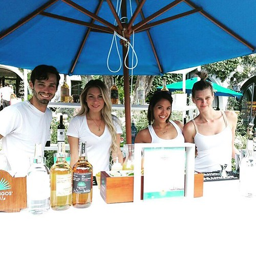 Mixing up tasty #Casamigos drinks at #childrenmendinghearts event today! @event_eleven @childrenmendinghearts #charity #bartenders #staffing #beverlyhills #girlboss #margartias #paloma #200ProofLA #200Proof