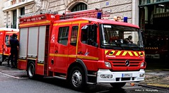BSPP - FPT 4 (Arthur Lombard) Tags: red paris france rouge army mercedes nikon military 911 firetruck camion firestation 18 emergency firedepartment fpt militaire firebrigade arme 999 rousseau pompiers caserne armedeterre armefranaise casernedepompiers bspp gyrophare pompiersdeparis mercedesatego desautel fpt4