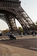 Motorbike (Rodrigo Piedra) Tags: eiffeltower eiffel motorbike torreeiffel moto motocicleta