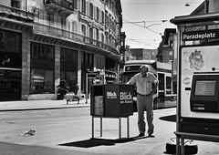 Paradeplatz (Thomas8047) Tags: street city people urban bw streetart blancoynegro monochrome photography schweiz switzerland nikon flickr candid strasse zurich streetphotography streetlife streetphoto zrich ch zeitung onthestreets zri mensch 2016 stadtansichten paradeplatz blackandwithe vbz schwarzundweiss 175528 stadtzrich streetpix d300s blickamabend streetartstreetlife iamnikon snapseed thomas8047 strassencene zrigrafien zrichstreets hofmanntmecom