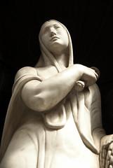 Madonna (Fred (Mi.Femme.Mi.Fouine)) Tags: art lady pentax statues clair cimetiere obscur clairobscur k10d pentaxk10d cimiteromonumentaledistaglieno pentaxart