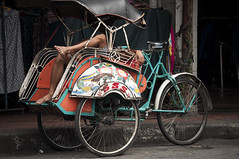 Tricycle resting (Sibel Pipa - Photography) Tags: street hot weather indonesia java asia tricycle driver jogja rest resting malioboro taci jogyakarta