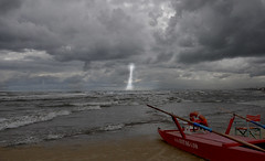 TEMPORALE IN ARRIVO!!!!! (GRAZIE PER LA VISITA) Tags: lighting sea sky clouds nikon nuvole mare cielo temporale fulmine sigma1020 tunderstorm nikond90