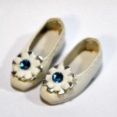 White Retro Flower Slip-On for BJD Dolls Lati Yellow, PukiFee, Riley Kish, Bobobie Nissa, DIM Silf, Dollk S00067D (dollb @ Flickr) Tags: yellow miniature shoes doll tiny bjd leffy accessory latidoll lati abjds tinybjd pukifee dollb