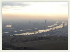 Die Donau im morgendunst 2013-04 (Brigitte Rieser) Tags: vienna wien morning mist dawn sonnenaufgang morgen danube donau morgendunst